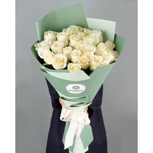 Купить на заказ Букет из 25 белых роз с доставкой в Кандыагаше